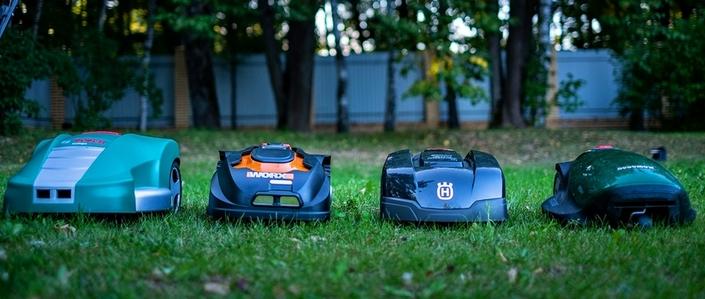 Четыре робота газонокосилки от разных производителей