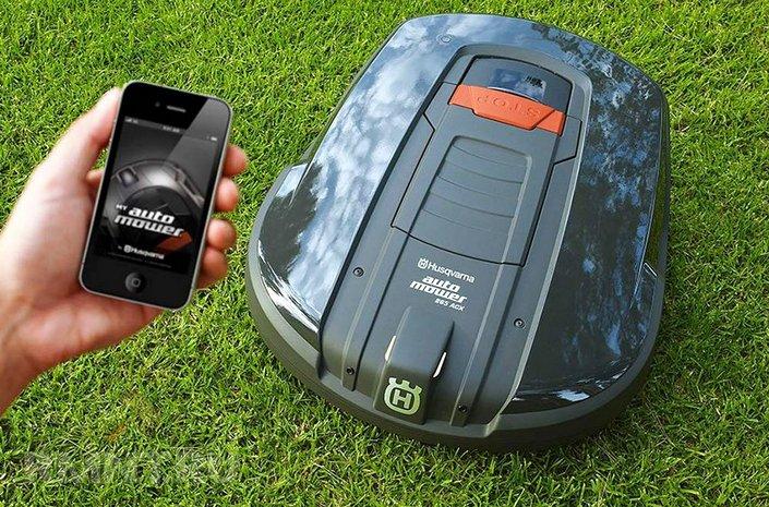 Робот газонокосилка легко управляется со смартфона