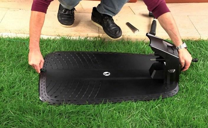 Зарядная станция робота газонокосилки bosch indego устанавливается на газон