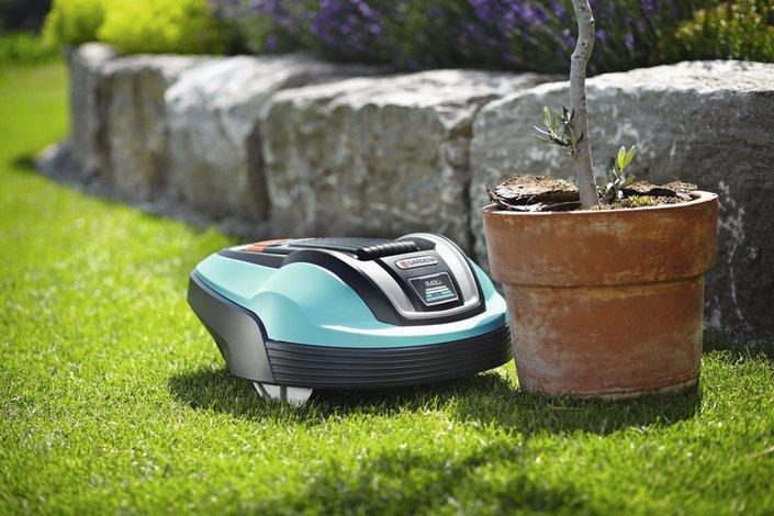 Датчики робота газонокосилки Gardena помогают объезжать препятствия