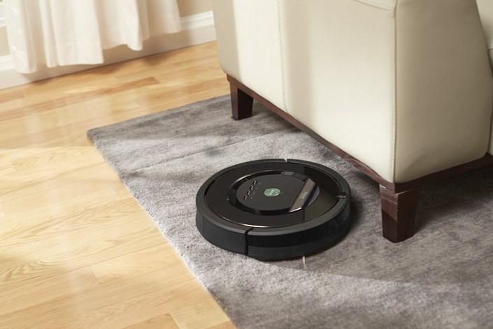 робот пылесос irobot Румба хорошо справляется с чисткой ковров