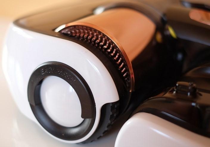 робот пылесос samsung оснащен колесами диаметром 105 мм
